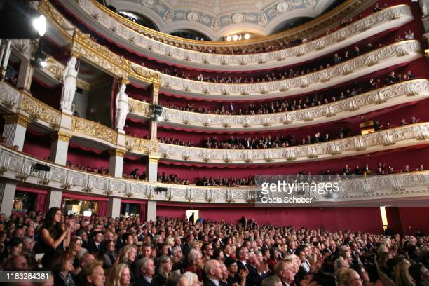 A general view during the final applause of the opera premiere of Die tote Stadt by Erich Wolfgang Korngold at Bayerische Staatsoper on November 18...