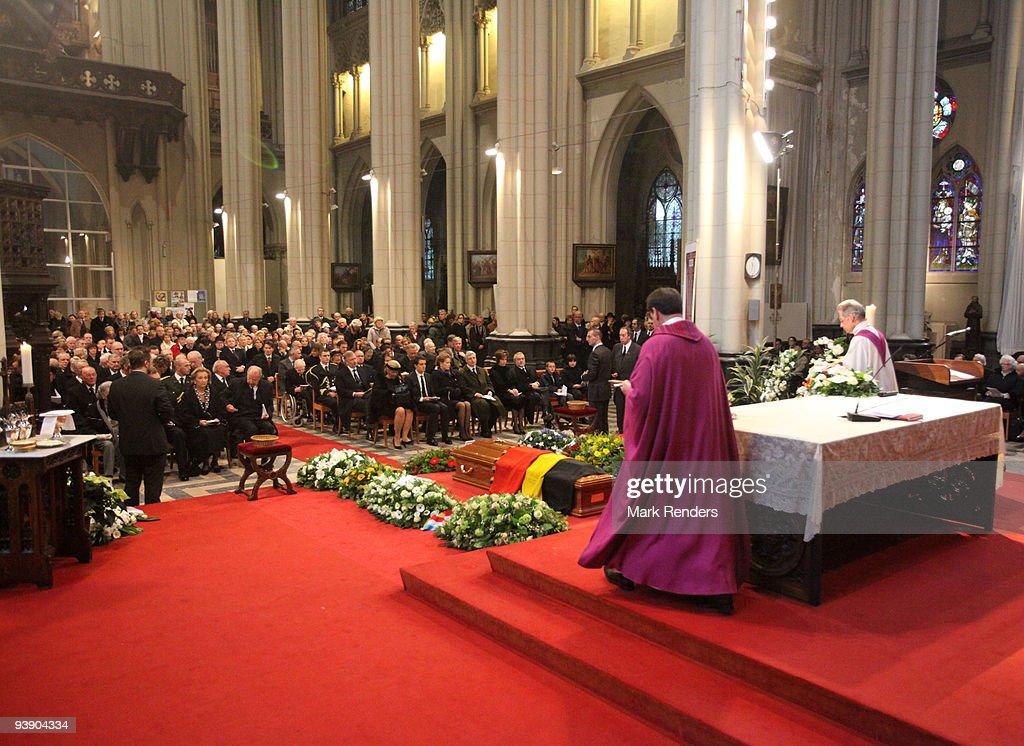 A general view during the funeral of Prince Alexandre of Belgium at Eglise Notre-Dame de Laeken on December 4, 2009 in Laeken, Belgium.
