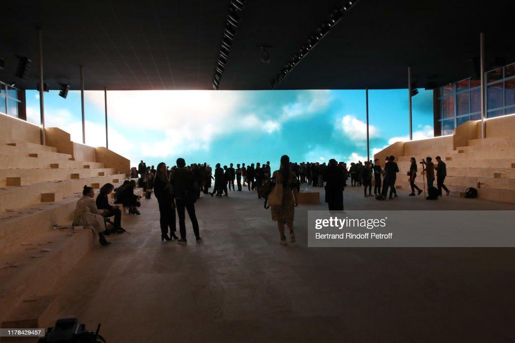 Louis Vuitton : Front Row - Paris Fashion Week - Womenswear Spring Summer 2020 : ニュース写真