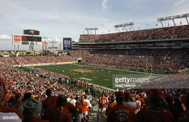A general view during the Outback Bowl game between the Wisconsin Badgers and Georgia Bulldogs at Raymond James Stadium on January 1 2005 in Tampa...