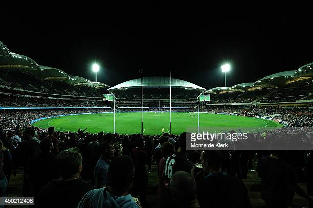 General view during the round 12 AFL match between the Port Adelaide Power and the St Kilda Saints at Adelaide Oval on June 7, 2014 in Adelaide,...