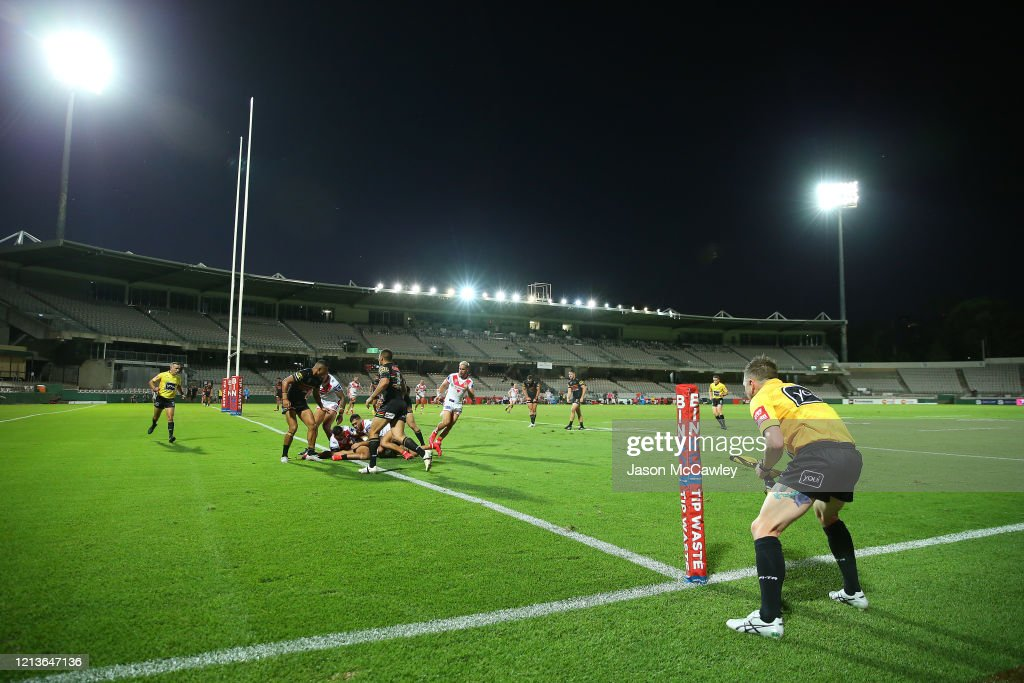 NRL Rd 2 - Dragons v Panthers : News Photo