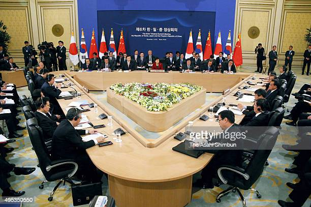 A general view during the trilateral summit between Japan South Korea and China at the presidential Blue House on November 1 2015 in Seoul South...