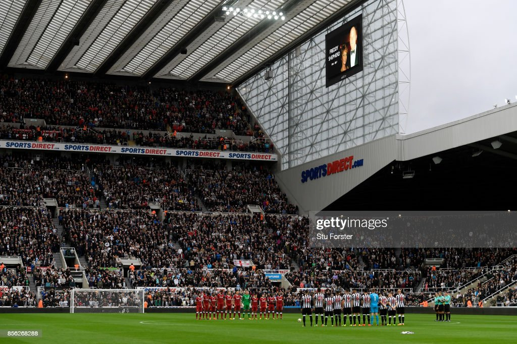 General view inside the stadium as Players and fans pay tribute to ex-Newcastle United chairman Freddy Shepherd prior to the Premier League match between Newcastle United and Liverpool at St. James Park on October 1, 2017 in Newcastle upon Tyne, England.