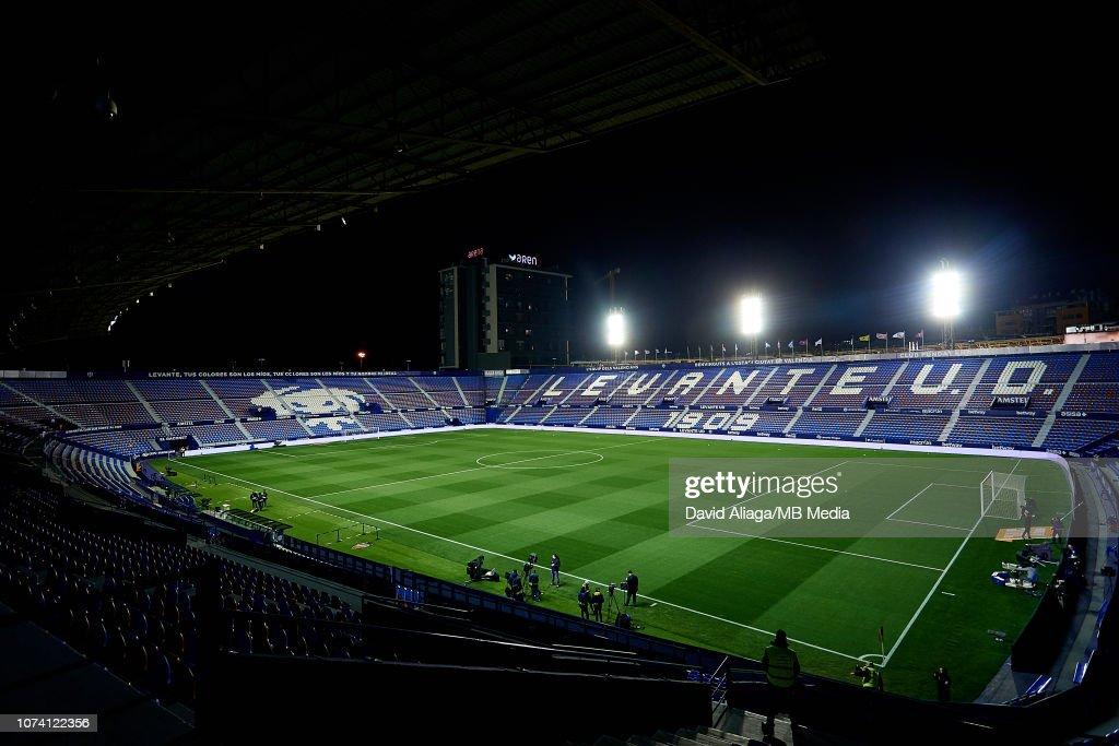 Levante UD v FC Barcelona - La Liga : ニュース写真