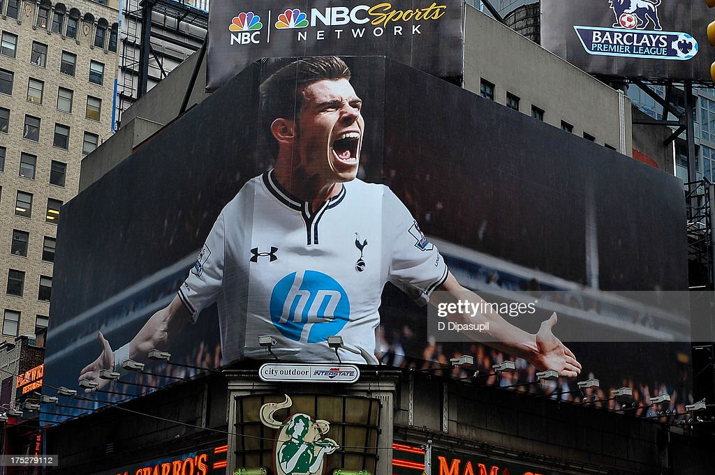 Tottenham's Gareth Bale Takes Over Times Square on Premier League Billboard : ニュース写真