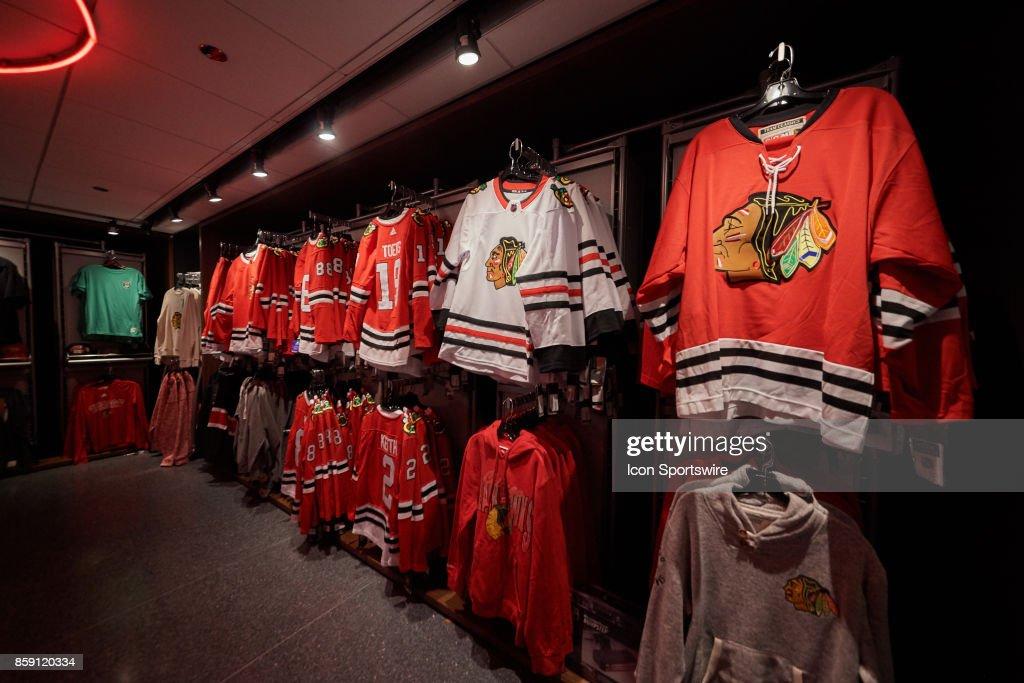 NHL: OCT 07 Blue Jackets at Blackhawks : News Photo