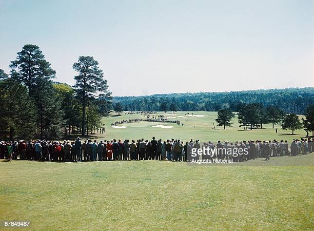 A general view of a gallery surrounding the second hole during the 1950 Masters Tournament at Augusta National Golf Club in April 1950 in Augusta...