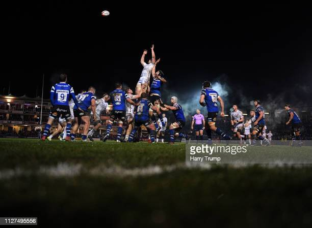 General view of a line out during the Premiership Rugby Cup match between Bath Rugby and Gloucester Rugby at the Recreation Ground on February 04,...