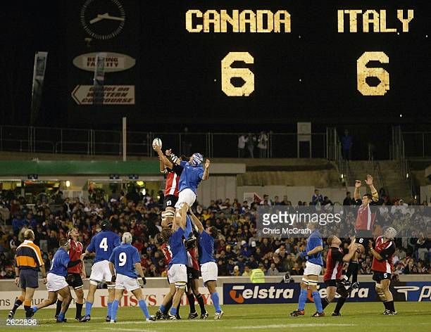 General view of a line out during the Rugby World Cup Pool D match between Italy and Canada at Canberra Stadium October 21, 2003 in Canberra,...