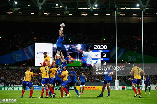 A general view of a lineout during the 2015 Rugby World Cup Pool D match between France and Romania at the Olympic Stadium on September 23 2015 in...