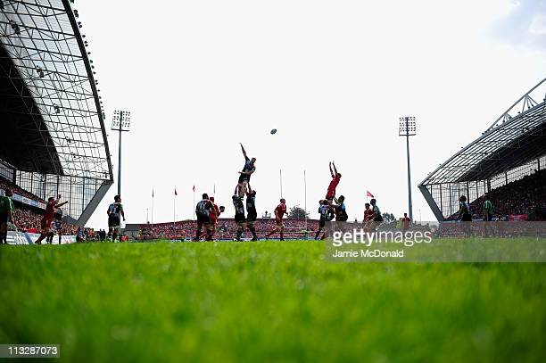General view of a line-out during the Amlin Cup semi-final match between Munster and Harlequins at Thomond Park on April 30, 2011 in Limerick,...