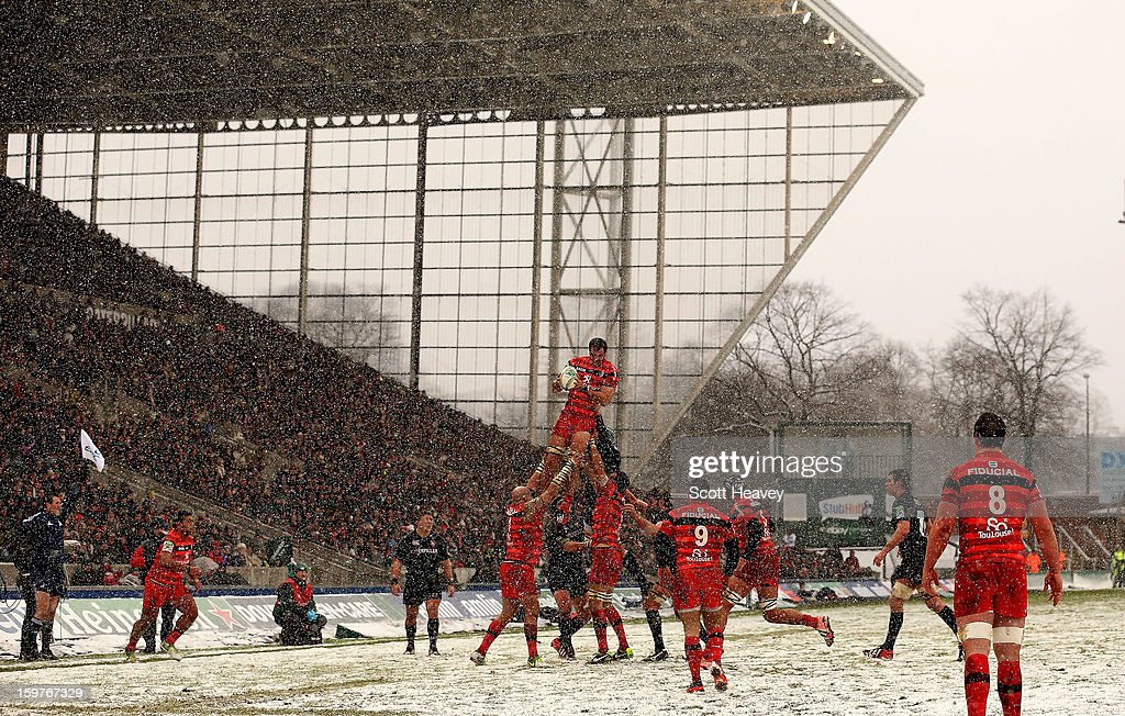 A general view of a lineout during the Heineken Cup match between Leicester Tigers and Toulouse at Welford Road on January 20, 2013 in Leicester, England.