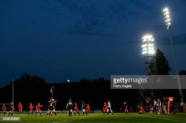 General view of a lineout during the IRB Women's Rugby World Cup Pool C match between France and Wales at the French Rugby Federation headquarters on...