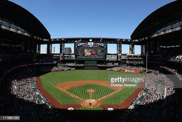 General view of action as starting pitcher Joe Saunders of the Arizona Diamondbacks pitches against the Cincinnati Reds during the Major League...