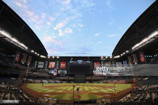General view of action between the Arizona Diamondbacks and the San Francisco Giants during the fifth inning of the MLB game at Chase Field on August...
