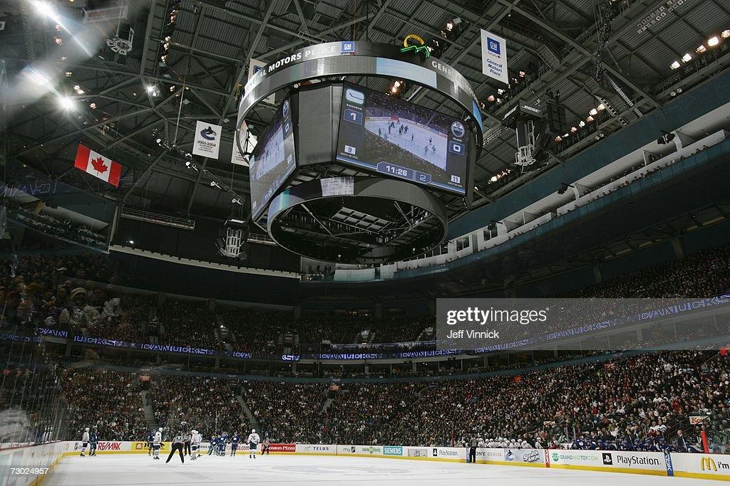 Edmonton Oilers v Vancouver Canucks : ニュース写真