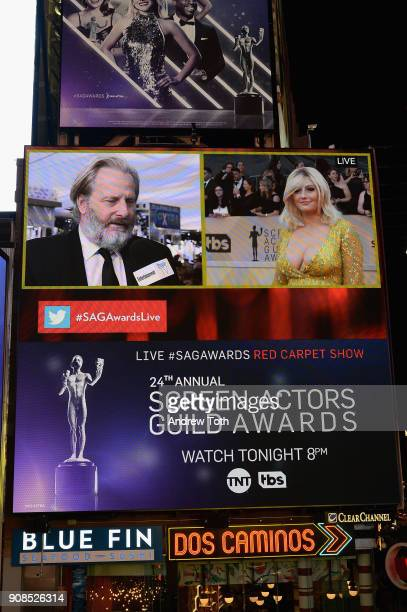 A general view of actors Jeff Daniels and Francesca Curran during the 24th Annual Screen Actors Guild Awards preshow viewing in Times Square on...