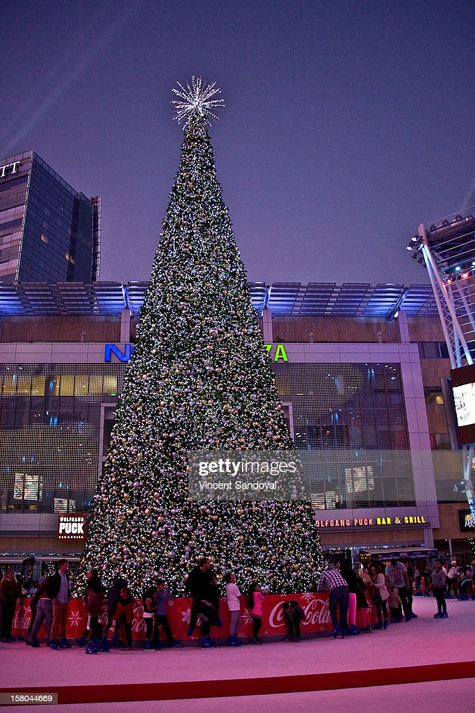 A general view of AEG's Season of Giving honoring PADRES Contra El Cancer during a special on-ice presentation at the LA Kings Holiday Ice at Nokia Plaza L.A. LIVE on December 9, 2012 in Los Angeles, California.