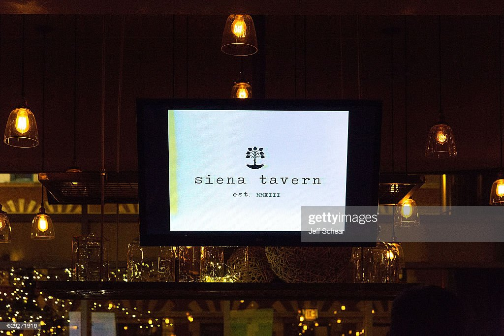 Michigan Avenue Magazine Celebrates Its Winter Issue With Dwyane Wade at Siena Tavern : Nachrichtenfoto