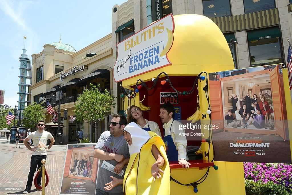 """Arrested Development"" Bluth's Original Frozen Banana Stand Los Angeles Location Opening At The Grove"