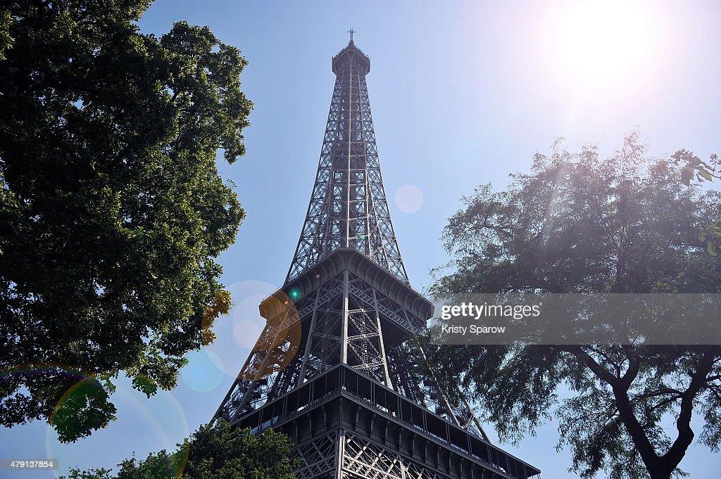 A Heat Wave Hits Paris : News Photo