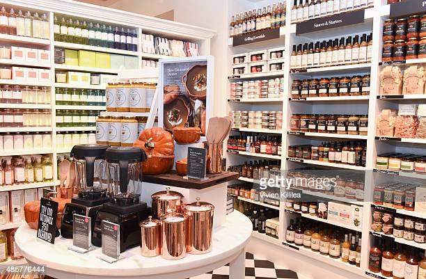 Williams Sonoma Store Stock Fotos Und Bilder Getty Images