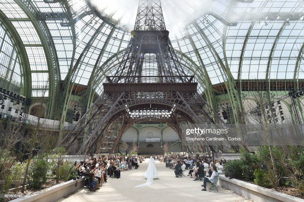 Chanel : Runway - Paris Fashion Week - Haute Couture Fall/Winter 2017-2018 : ニュース写真