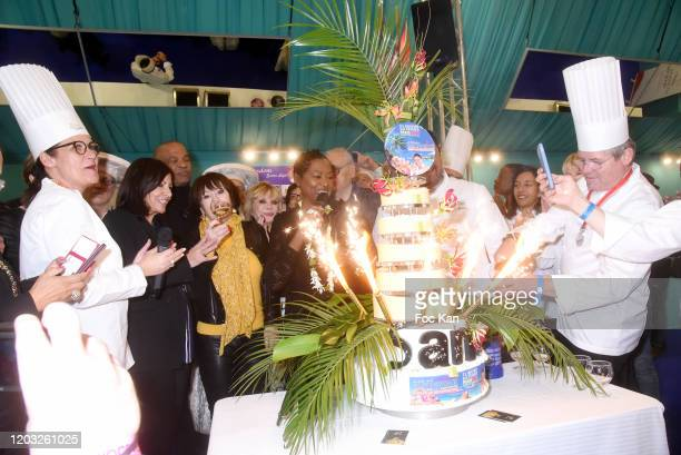 General view of atmosphere of the cake with Mayor Anne Hidalgo, Daniele Evenou, Sophie Darel, Chef Babette de Rozières, Chef Eric Briffard and guests...
