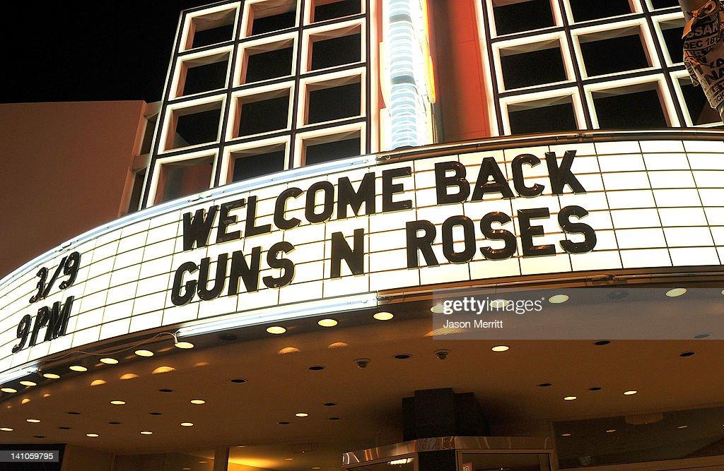 Guns N' Roses Performs At The Hollywood Palladium : News Photo