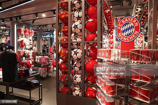 bayern muenchen opens new fan shop stockfoto 39 s en beelden getty images. Black Bedroom Furniture Sets. Home Design Ideas