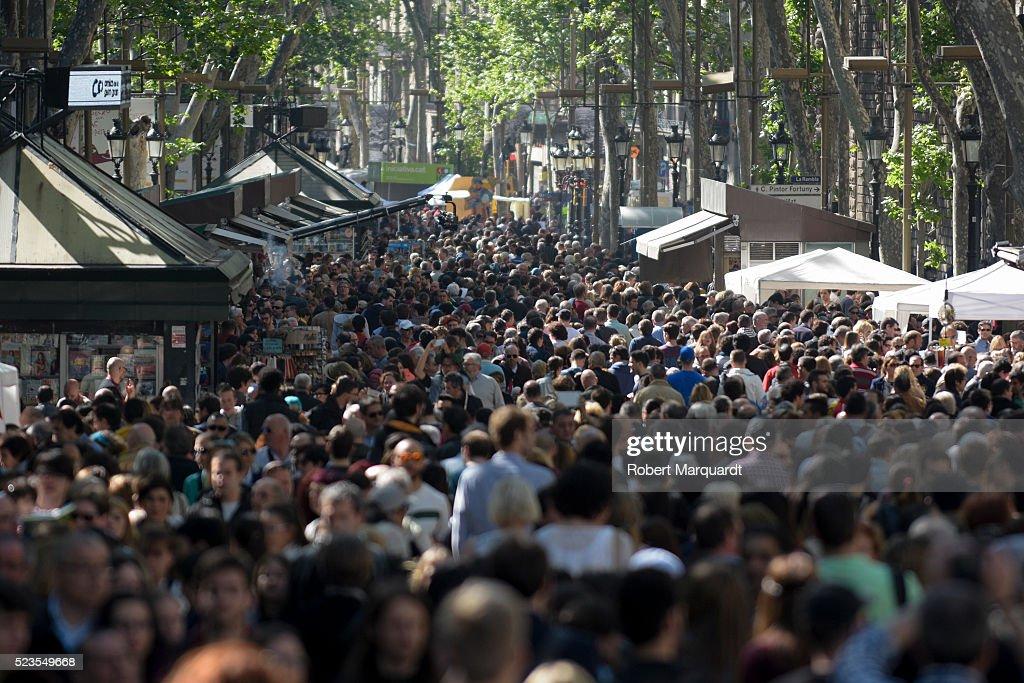 Sant Jordi 2016 : News Photo