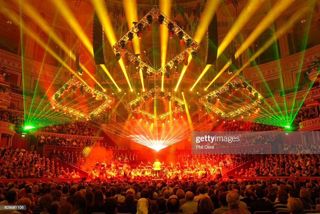 Lasers and lights : Nachrichtenfoto