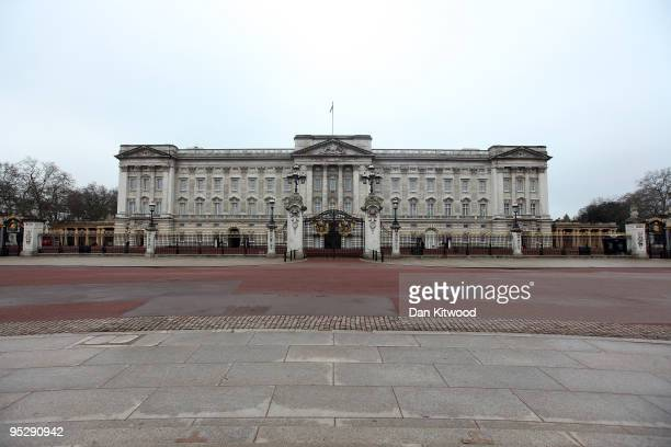 A general view of Buckingham Palace on Christmas Day on December 25 2009 in London England The streets of London were quiet today ahead of tomorrows...