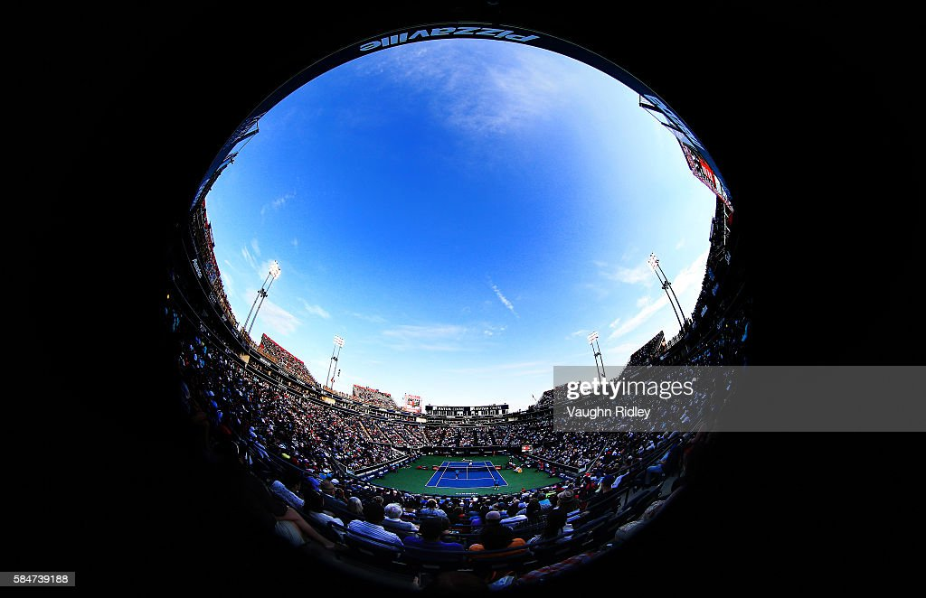 General view of Centre Court as Daniel Nestor and Vasek Pospisil of Canada play in a doubles semifinal match against Jamie Murray of Great Britain and Bruno Soares of Brazil during Day 6 of the Rogers Cup at the Aviva Centre on July 30, 2016 in Toronto, Ontario, Canada.