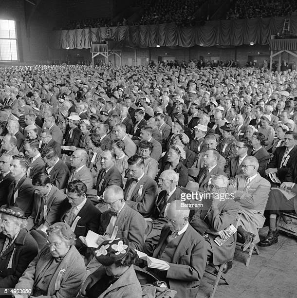 General view of close to 4,000 share owners at the 64th annual meeting of the General Electric Company.