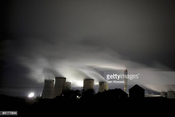 A general view of Drax Power Station at night on December 27 2008 in Drax North Yorkshire The station is the largest coalfired station in Western...