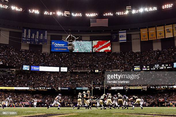 A general view of Drew Brees of the New Orleans Saints handing the ball off to Reggie Bush against the Minnesota Vikings during the NFC Championship...