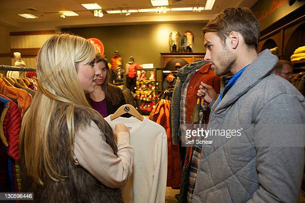 116 eddie bauer blogger photos and premium high res pictures getty images https www gettyimages ie photos eddie bauer blogger