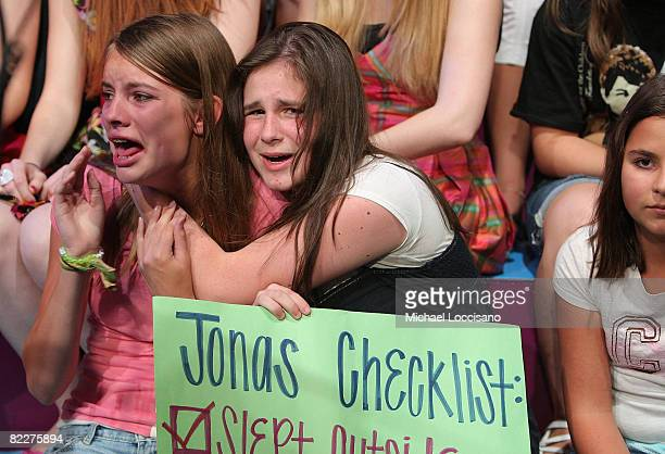 """General view of fans attending The Jonas Brothers' visit to MTV's """"TRL"""" at MTV studios on August 12, 2008 in New York City."""