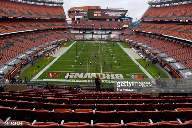 Christmas At Firstenergy Stadium 2021 118 031 Municipal Stadium Photos And Premium High Res Pictures Getty Images