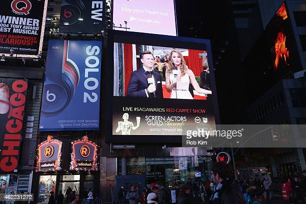General view of hosts General view of deputy editor of entertainment for People magazine JD Heyman TNT correspondent Danielle Demski during TNT's...