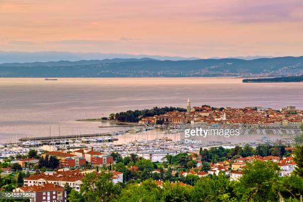 general view of izola coastal during sunset, slovenia - slowenien stock-fotos und bilder
