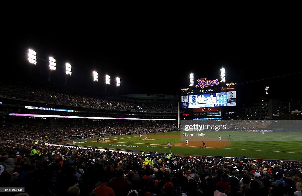 New York Yankees v Detroit Tigers - Game Three : News Photo