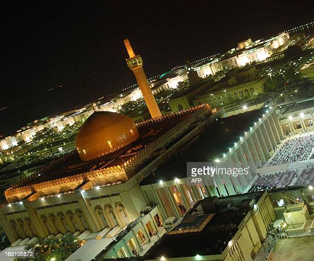 A general view of Kuwait City's Grand Mosque just before day break late 09 November 2004 during the night of alQadr which falls on the 27th day of...