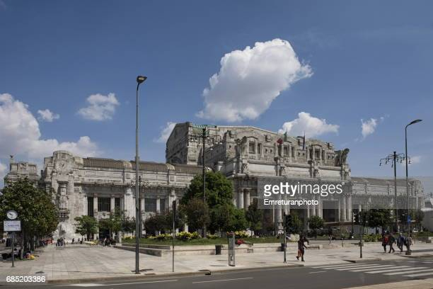 general view of milan central railway station from duca d'auosta street in milan,italy.. - emreturanphoto bildbanksfoton och bilder