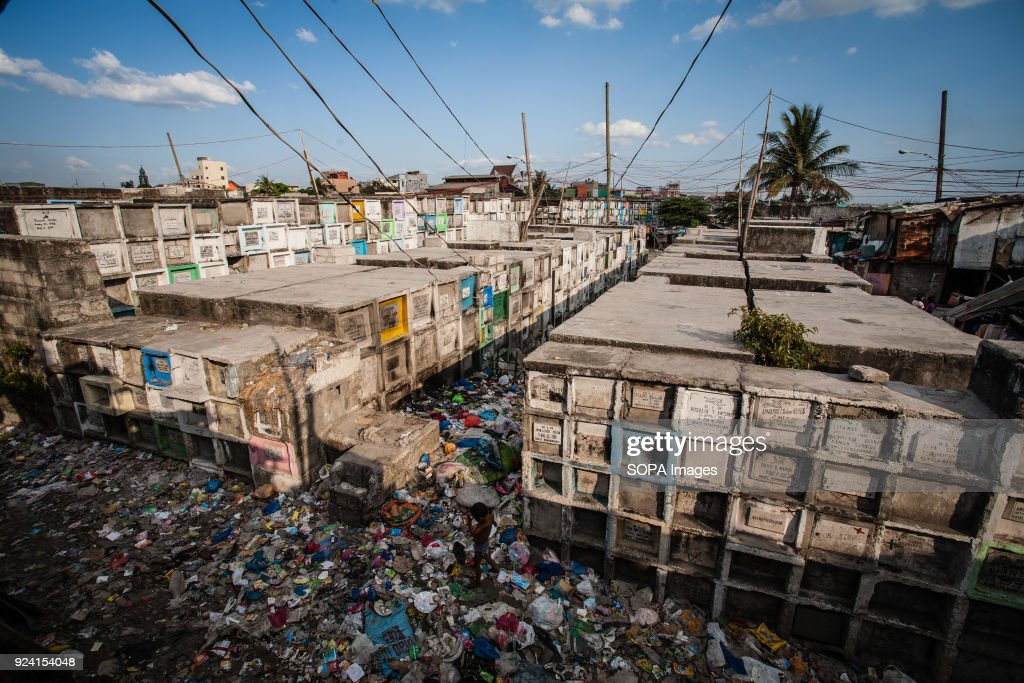 General view of Navotas Cemetery. In the center of Pasay... : News Photo