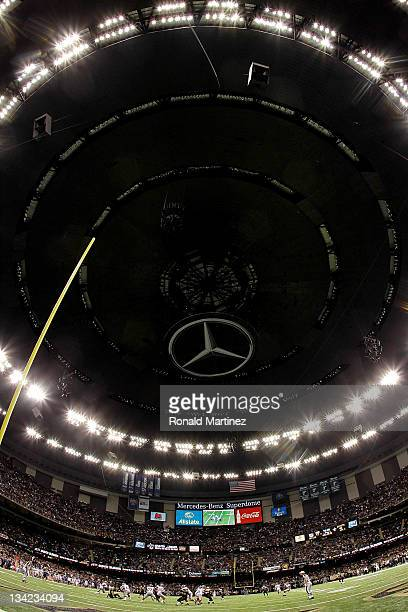 A general view of play between the New York Giants and the New Orleans Saints at MercedesBenz Superdome on November 28 2011 in New Orleans Louisiana