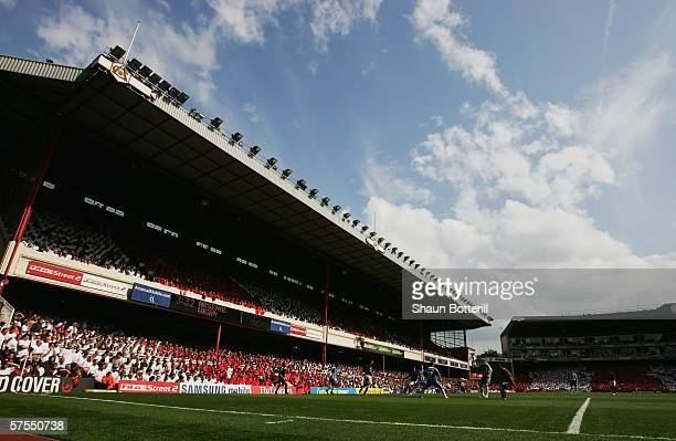 A general view of play during the Barclays Premiership match between Arsenal and Wigan Athletic at Highbury on May 7 2006 in London England The match...