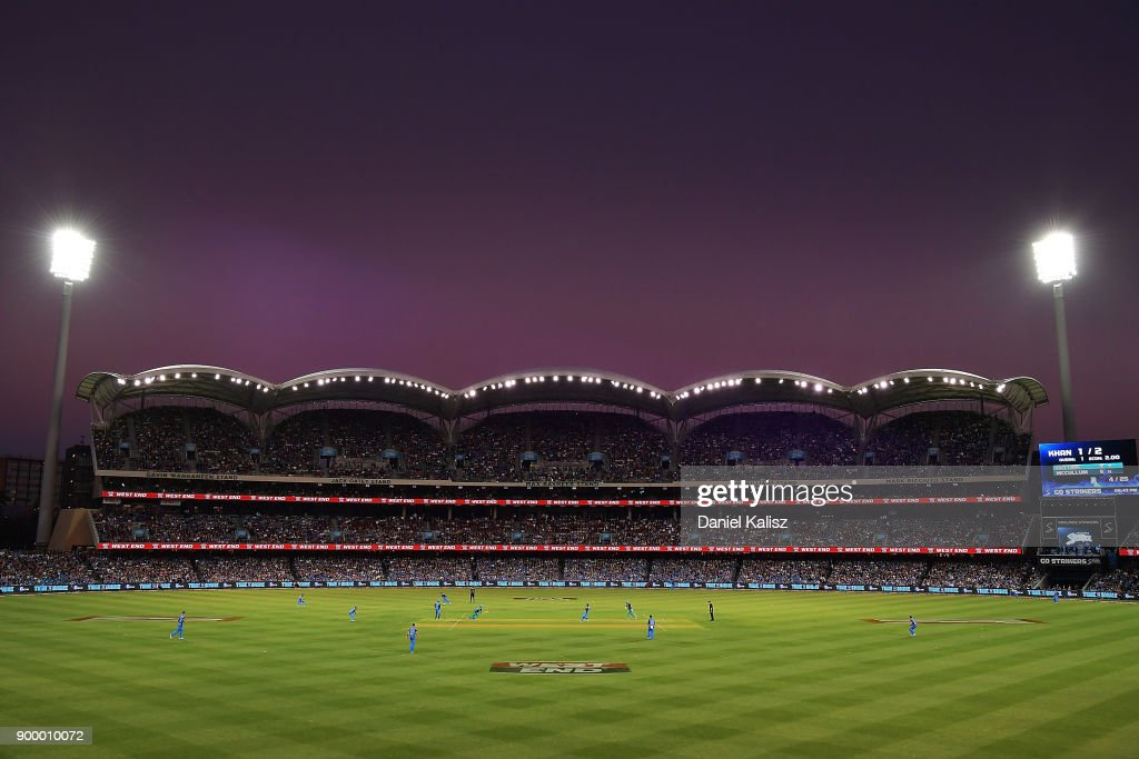 A general view of play during the Big Bash League match between the Adelaide Strikers and the Brisbane Heat at Adelaide Oval on December 31, 2017 in Adelaide, Australia.